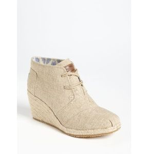 TOMS Burlap Wedge Booties 8